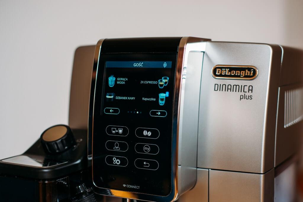 wyświetlacz z kawami do wyboru w De'Longhi Dinamica Plus ECAM 370 95 S.jpg
