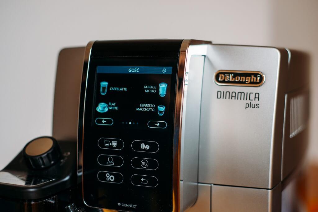 wyświetlacz z kawami do wyboru w ekspres do kawy De'Longhi Dinamica Plus ECAM 370 95 S
