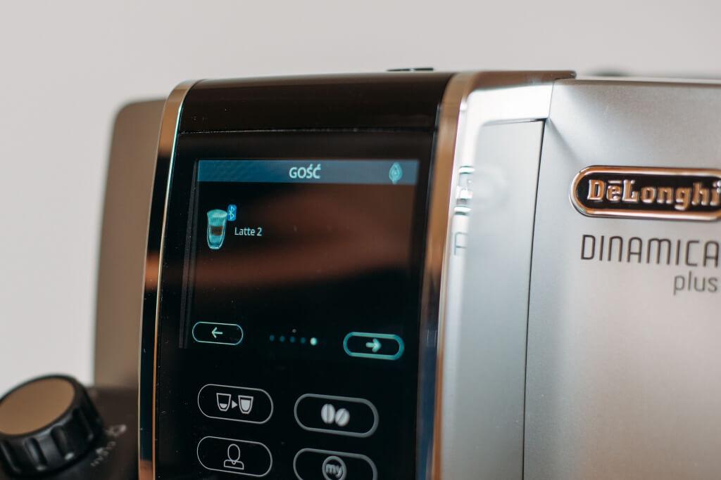 wyświetlacz z kawami do wyboru w ekspresie y De'Longhi Dinamica Plus ECAM 370 95 S.jpg