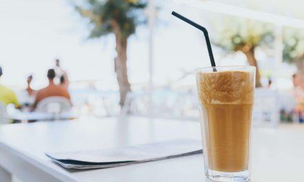 Frappe: Jak zrobić mrożoną kawę?
