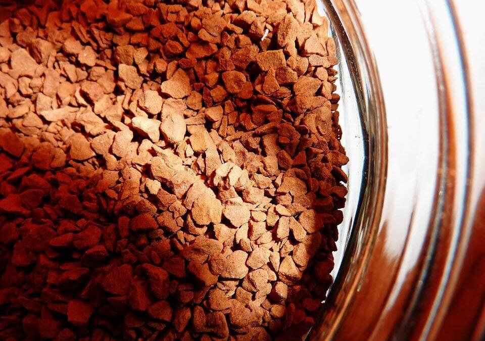 Kawa rozpuszczalna: skład, czy jest zdrowa i ile ma kofeiny?