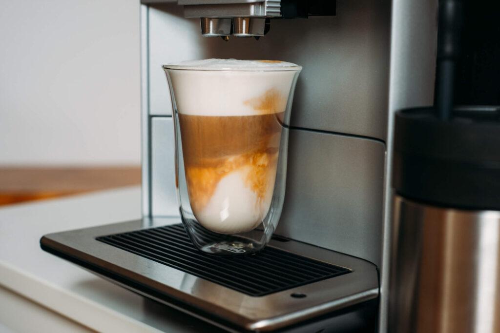 kawa mleczna latte z ekspresu Siemens EQ6