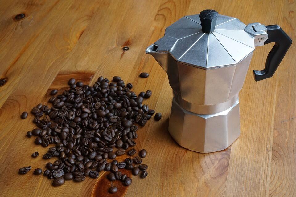 Jak parzyć kawę? Porównanie sposobów na zaparzenie kawy w domu